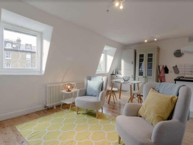 2-bedroom flat to rent in Belsize Park, London