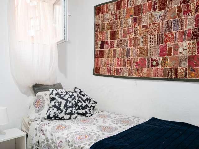 Comfortable room for rent, 3-bedroom apartment, La Latina
