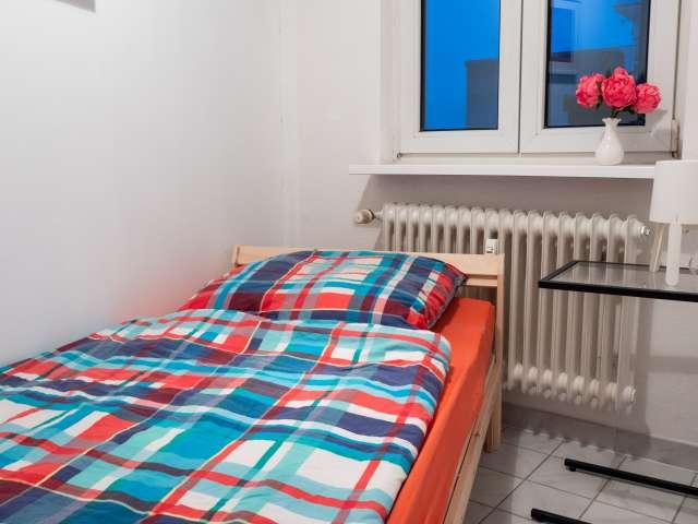 Praktisches Zimmer zur Miete in einer Wohnung mit 6 Schlafzimmern, Mitte