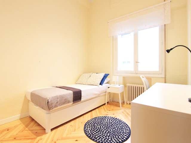 Interior room in 7-bedroom apartment in Retiro, Madrid
