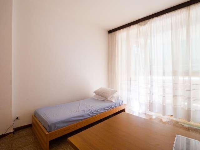 Nice room in 3-bedroom apartment, QT8, Milan