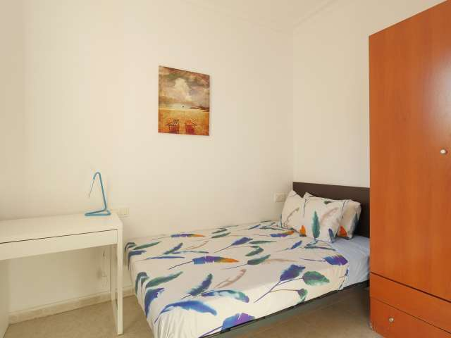 Bright room in 2-bedroom apartment in Sants, Barcelona