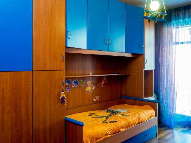 Bella stanza in un appartamento di 5 locali, Isola, Milano