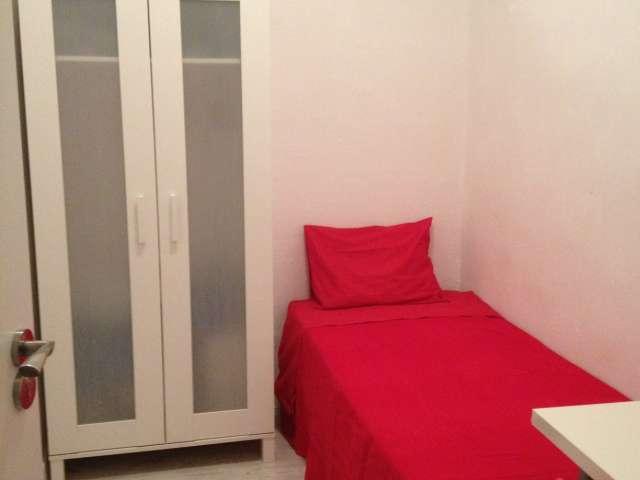 Great room in 9-bedroom apartment in Puerta del Sol, Madrid