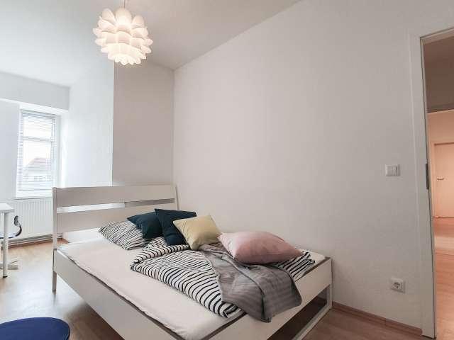 Zimmer zu vermieten in Wohnung mit 4 Schlafzimmern in Charlottenburg