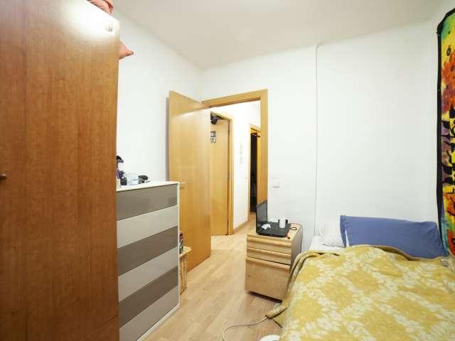 Single room for rent, 3-bedroom apartment, Sant Andreu