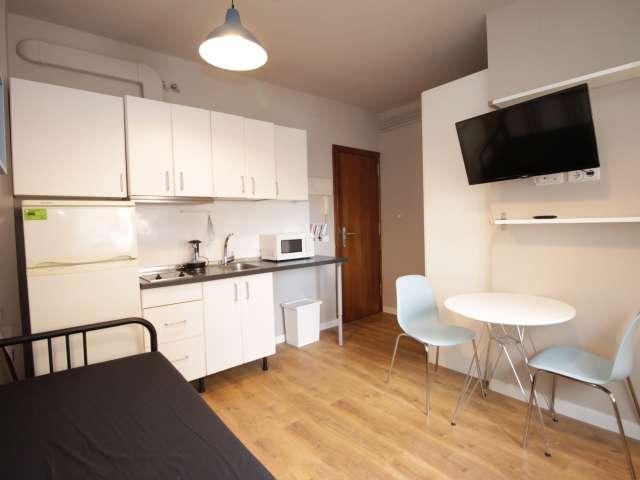 Compact studio apartment for rent in Sant Andreu, Barcelona