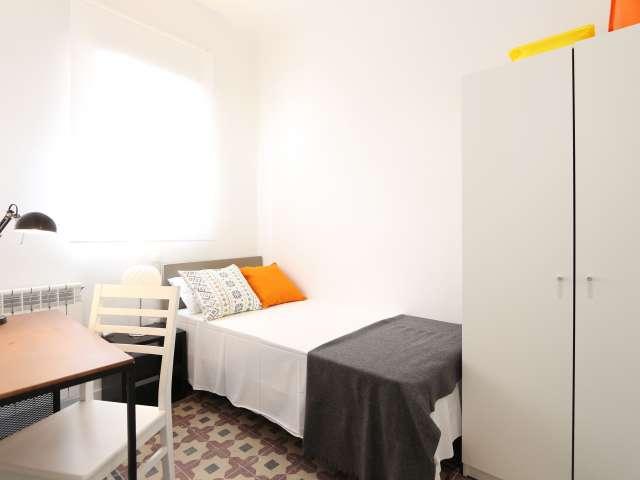 Gemütliches Zimmer in 4-Zimmer-Wohnung in Cuatro Caminos, Madrid