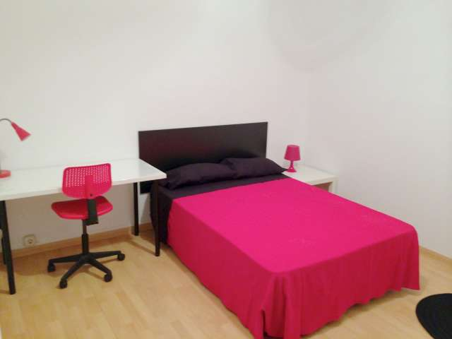 Housing in 7-bedroom apartment in Salamanca, Madrid