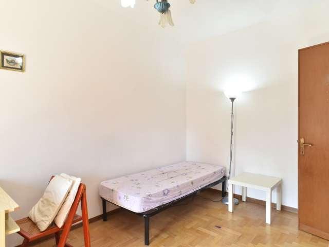 Camera interiore in appartamento con 3 camere da letto a Spinaceto, Roma