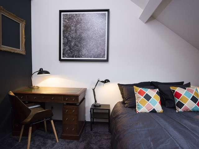 Simple room in 5-bedroom house in Laeken. Brussels