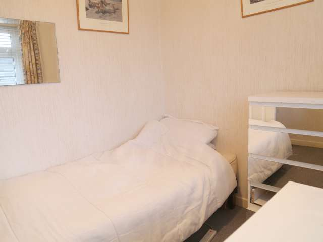 Furnished room in shared apartment in Templeouge, Dublin