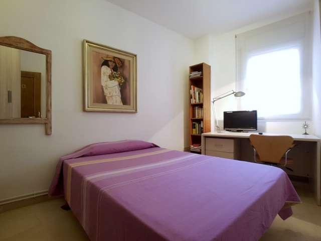 Rooms for rent in 3-bedroom apartment - Badalona, Barcelona