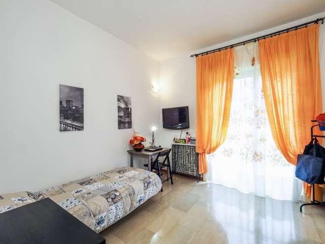 Spaziosa camera in appartamento con 4 camere da letto a Portello, Milano