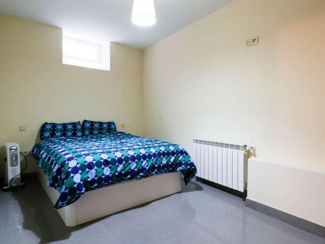 Rooms for rent in 3-bedroom house in Retiro, Madrid