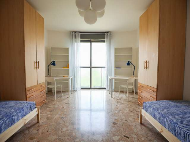 Bed for rent in apartment with 4 bedrooms - Bicocca, Milan
