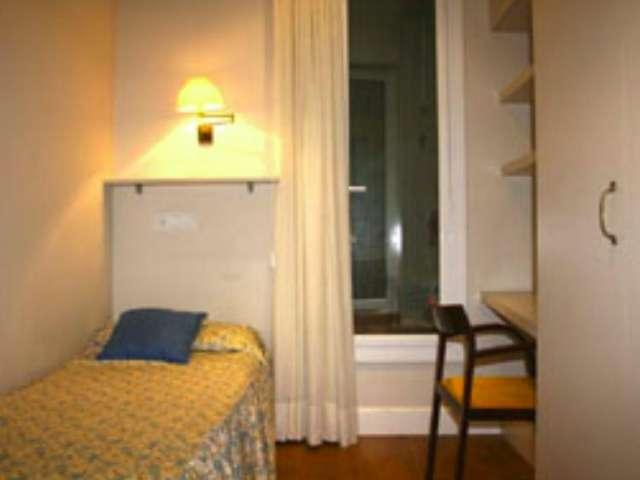 Room in shared 2-bed apartment in L'Esquerra de l'Eixample