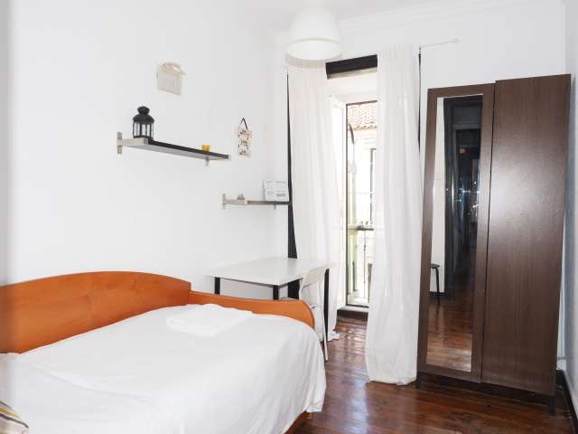 Cosy room to rent, 4-bedroom apartment, Baixa-Chiado, Lisbon