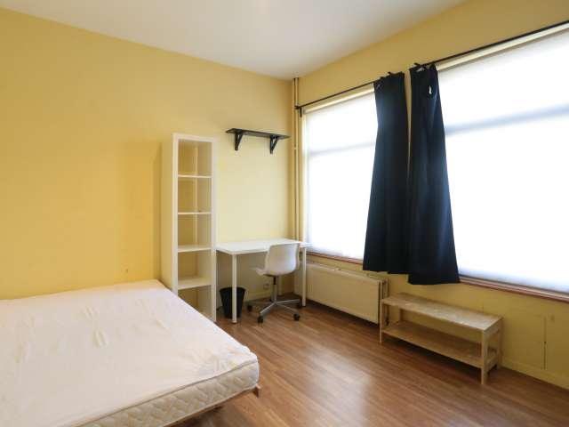 Sunny room in 7-bedroom apartment in Anderlecht, Brussels