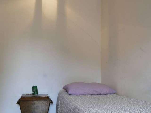 Sunny room for rent in apartment in Navigli, Milan