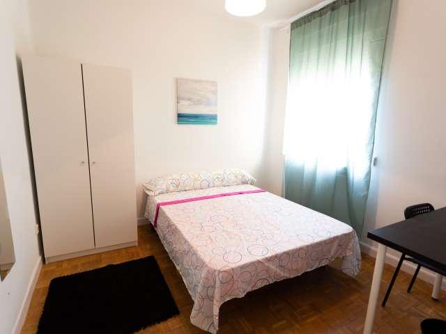 Chambre soignée dans un appartement de 4 chambres à coucher à La Latina, Madrid