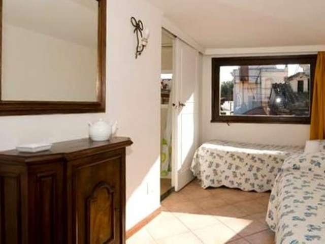 Studio apartment with balcony for rent in Trastevere, Rome