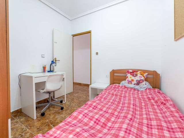 Habitación interior en piso de 4 habitaciones en Algirós, Valencia