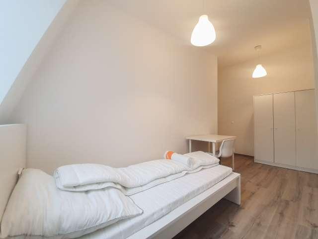 Geräumiges Zimmer in Apartment mit 4 Schlafzimmern in Kreuzberg