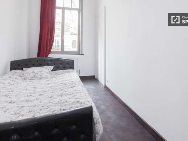 Furnished room in 4-bedroom apartment in Forest, Brussels