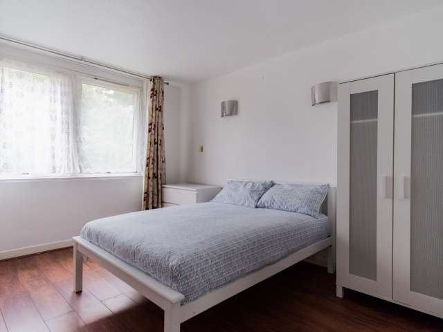 Spacious room for rent in Poplar, London