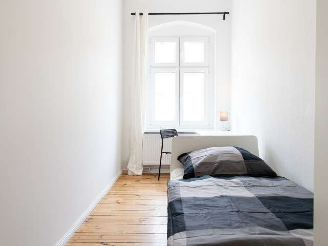 Helles Zimmer in 4-Zimmer-Wohnung in Treptow-Köpenick