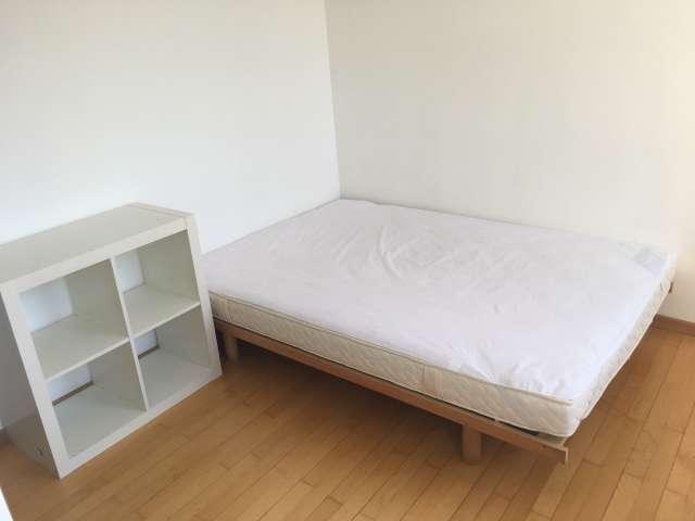 Cozy room in 7-bedroom apartment in Anderlecht, Brussels