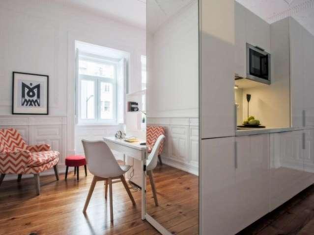 Cool studio apartment for rent in Arroios, Lisbon