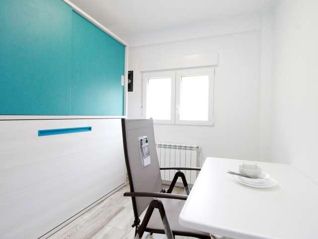 Room in 4-bedroom apartment by Sant Martí, Barcelona