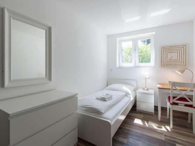 Gemütliches Zimmer in der Wohnung mit 3 Schlafzimmern, Steglitz-Zehlendorf