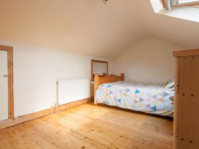 Lovely room in 6-bedroom house in Beaumont, Dublin