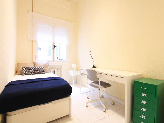 Private room in 7-bedroom apartment in Retiro, Madrid