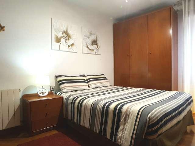 Spacious room in 3-bedroom apartment - Sant Martí, Barcelona