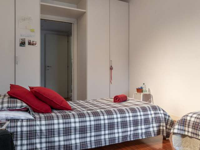 Bed for rent in cosy shared room in 2-bedroom apartment