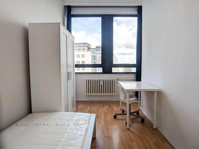 Zimmer zu vermieten in hellen 3-Zimmer-Wohnung in West-Berlin
