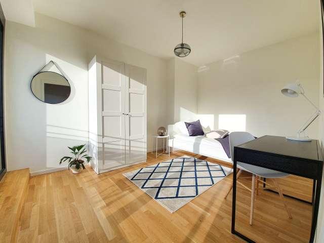 Gemütliches Zimmer zur Miete in Wohnung mit 5 Schlafzimmern, Mitte