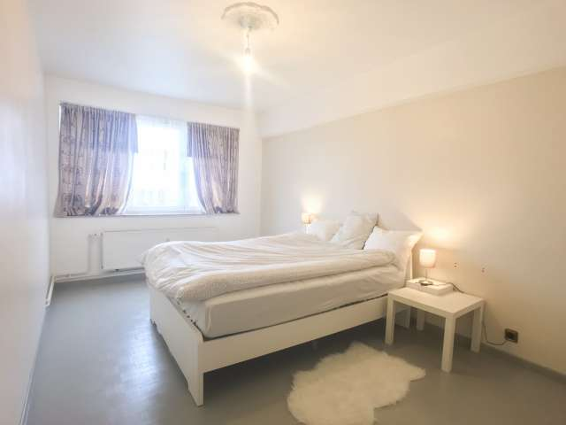 Spacious room in 4-bedroom apartment in Koekelberg, Brussels