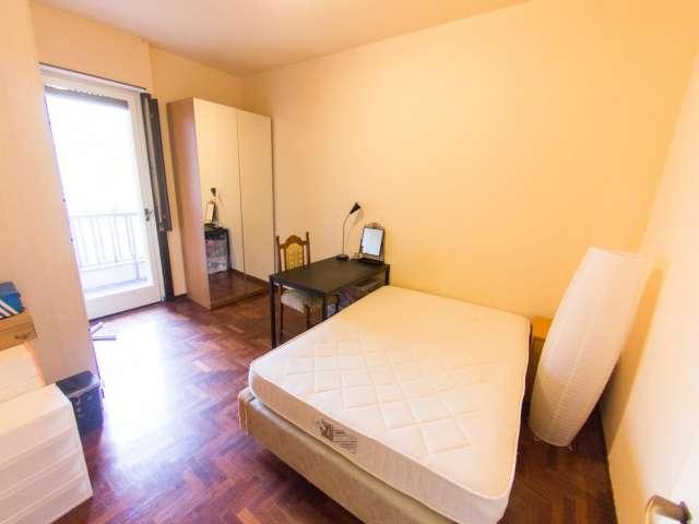Stanze e letti in affitto, appartamento con 3 camere da letto, Niguarda