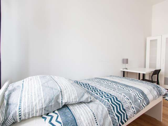 Zimmer zu vermieten in Wohnung mit 5 Schlafzimmern in Moabit, Berlin