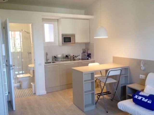 Bright studio apartment for rent - Eixample Dreta, Barcelona