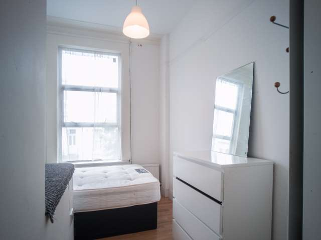 Bright room to rent in Finsbury Park, London
