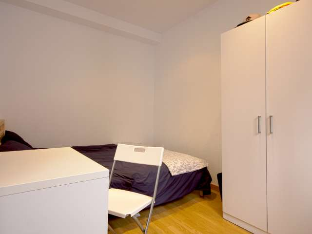 Authentic room in shared apartment in Madrid City Center
