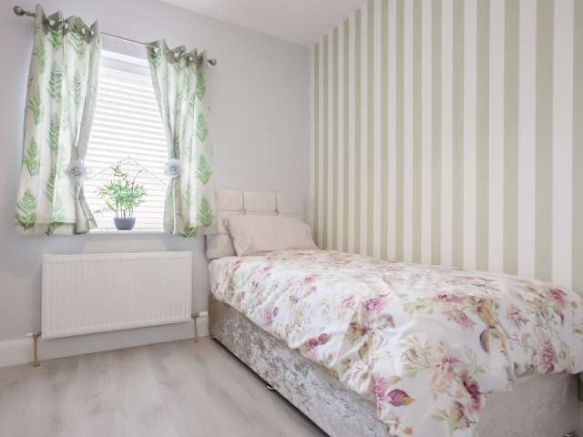 Lovely room to rent in Lucan, Dublin