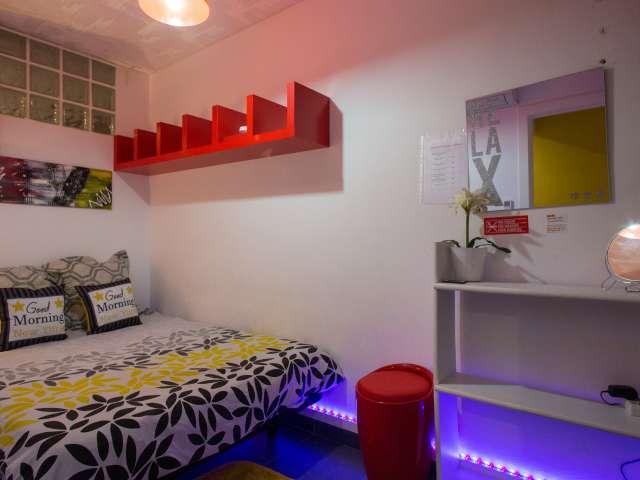 Cosy room in 2-bedroom apartment in Poblenou, Barcelona