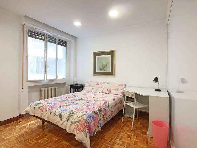 Chambres à louer dans l'appartement de 6 chambres à Tétouan, Madrid